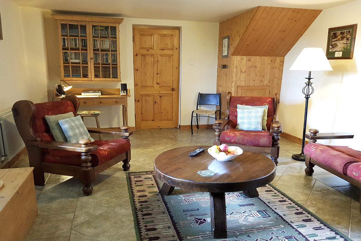 Doyle's Lounge Warren Farm Cottage Rentals