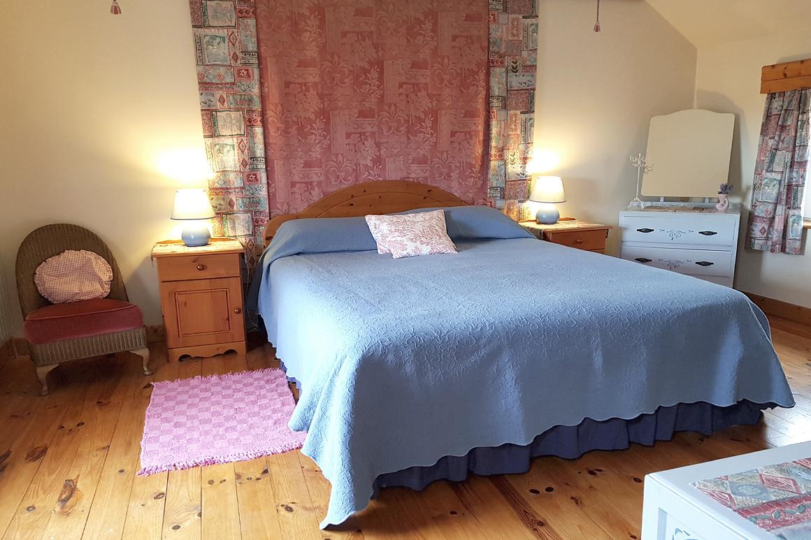 Warren Farm Cottage Rentals Doyle's Master Bed