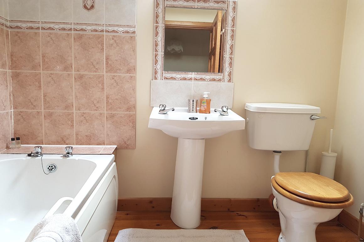 Bathroom Doyle's Warren Farm Cottages