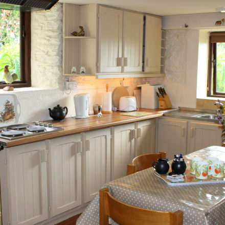 Granary self catering cottage kitchen
