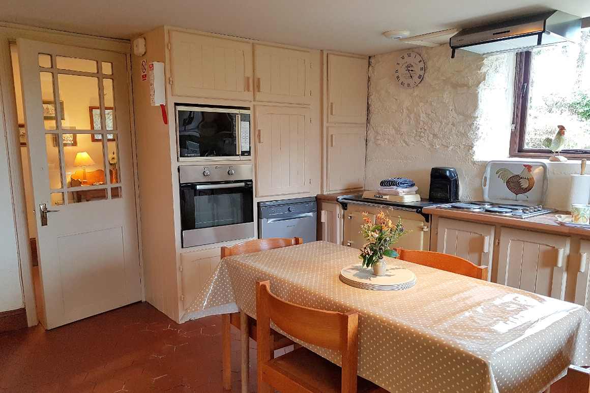 Granary self-catering country cottage kitchen diner