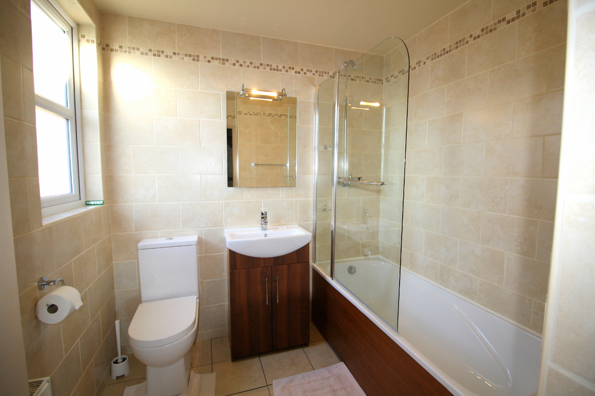 Granary self-catering country cottage en-suite bathroom