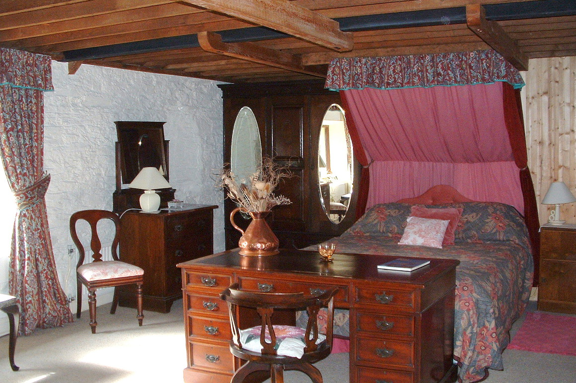 Granary Self Catering Cottage Master Bedroom