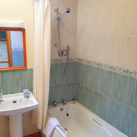 Horseshoe Cottage Bathroom Warren Farm Irish Cottages